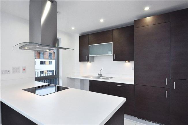 Уникальное предложение – квартира с тремя спальнями  недалеко от Сити по очень привлекательной для этого района цене —  £598000.