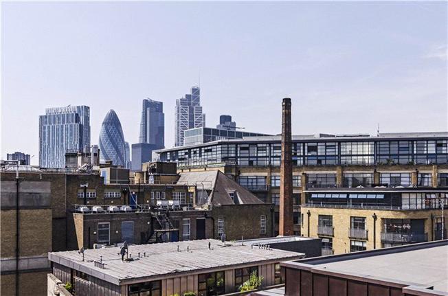 Квартира с одной спальней с просторной террасой в районе Сити —  £530000