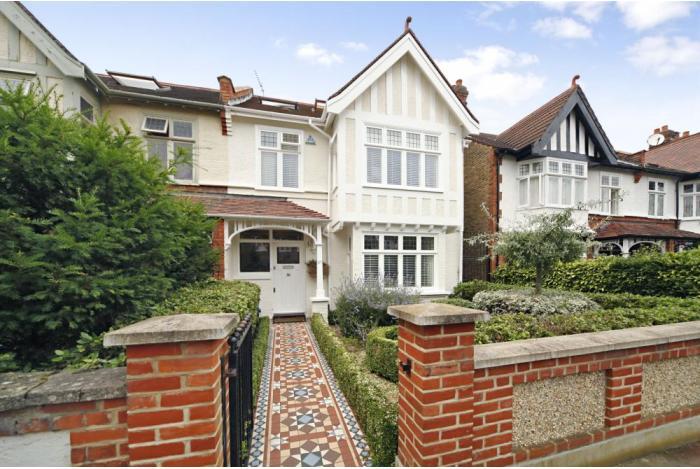 Цены на недвижимость в  Англии и Уэльсе продолжают свой планомерный рост