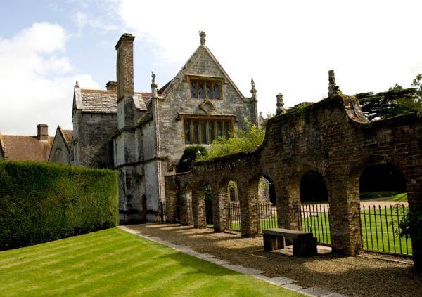 Запрашиваемая цена на недвижимость в Англии и Уэльсе начала снижаться