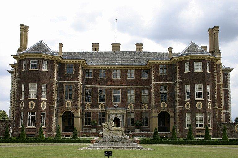 Дом в Великобритании вблизи исторического наследия стоит в среднем на 40% дороже