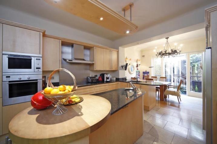 Количество недвижимости в Великобритании  дороже £1 млн. выросло на 14% за год