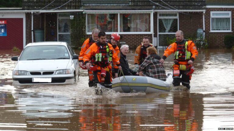Риск  быть затопленным снижает стоимость дома  в Англии  до 30%