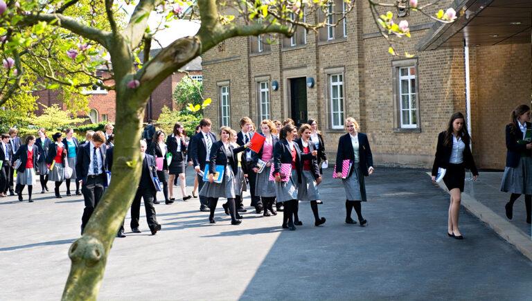 Школы лидирует  в рейтинге главных критериев при поиске места для жизни в Великобритании