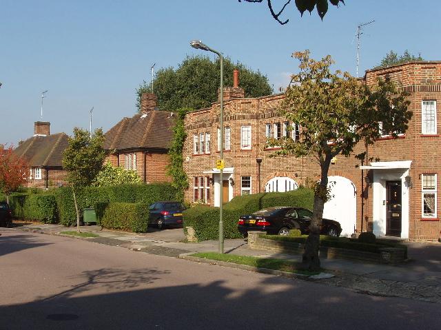 Продавцы недвижимости в пригородах Лондона активно снижают цены