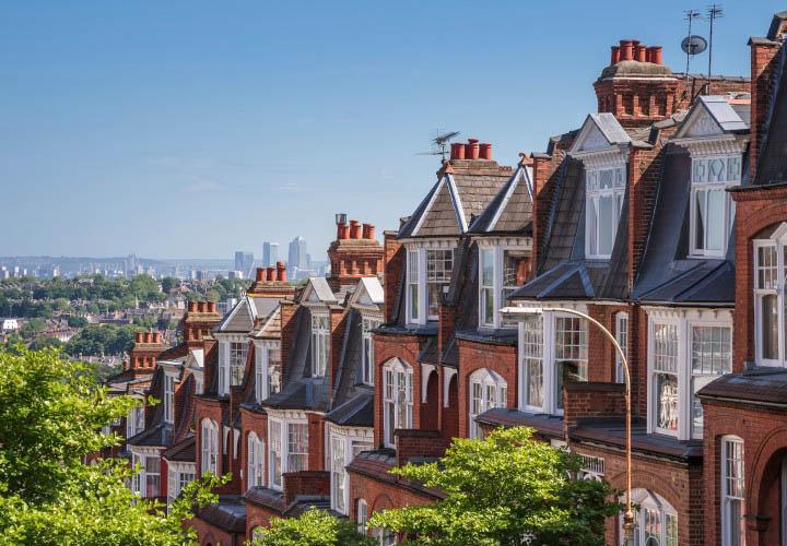 Каким образом различные факторы будут влиять на  рынок жилой недвижимости  Великобритании в 2021 году